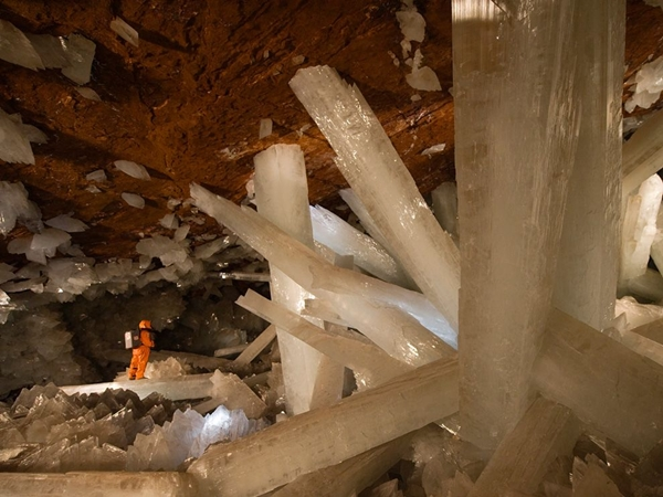cave of the crystals mexico