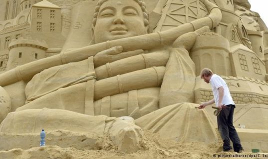 Team Of 19 Build A World Record Sandcastle In Germany